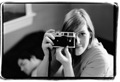 sm-melsa-holding-the-leica